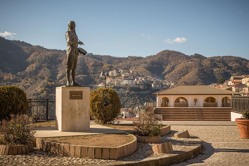 Statua di Matia Preti di M. Guerrisi
