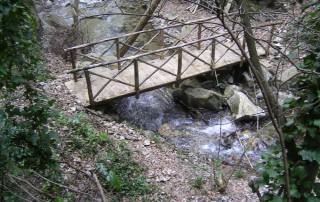 Ponticello lungo il sentiero Cascata delle Rupe