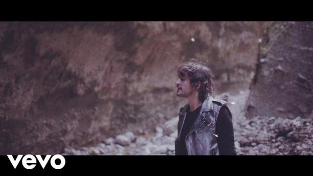Frame tratto dal videoclip La fine del mondo
